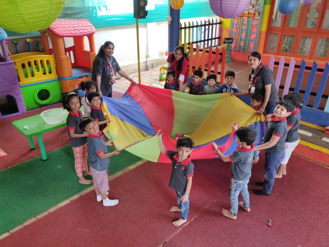 Jumpstart_Nigdi_ parachute play