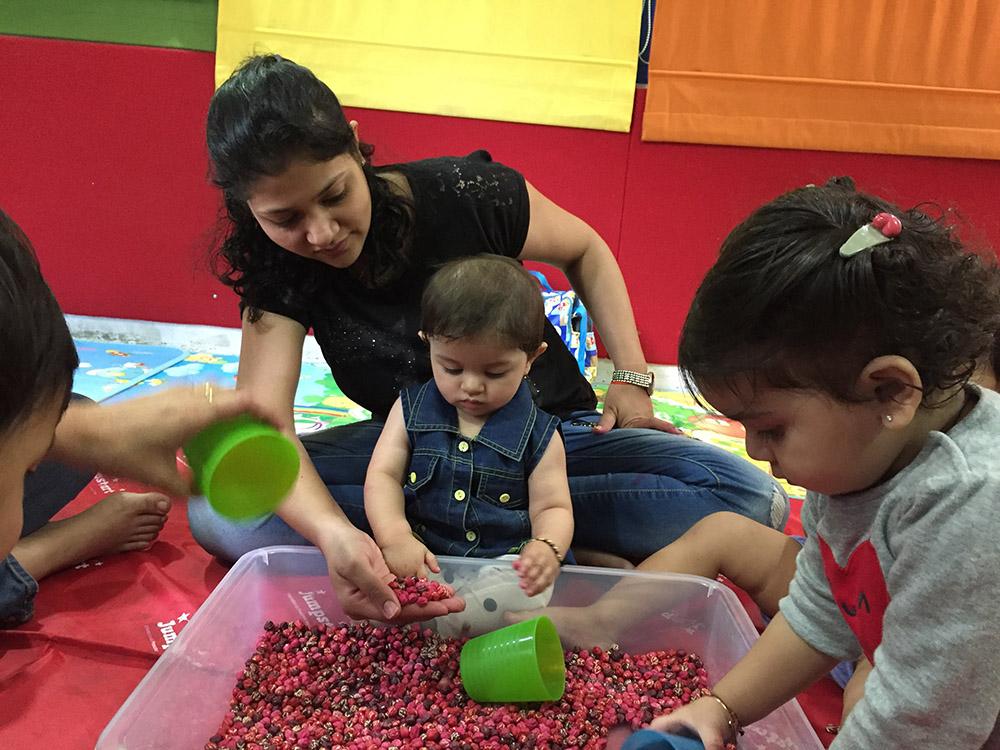 Jumpstart_Parent Toddler Program_pouring